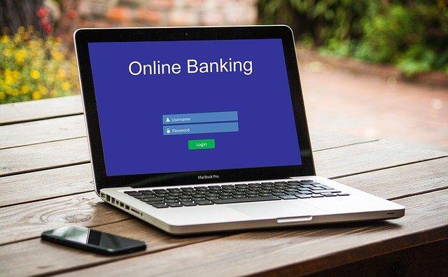פתיחת חשבון בנק משותף אם אחד מבני הזוג ללא אזרחות